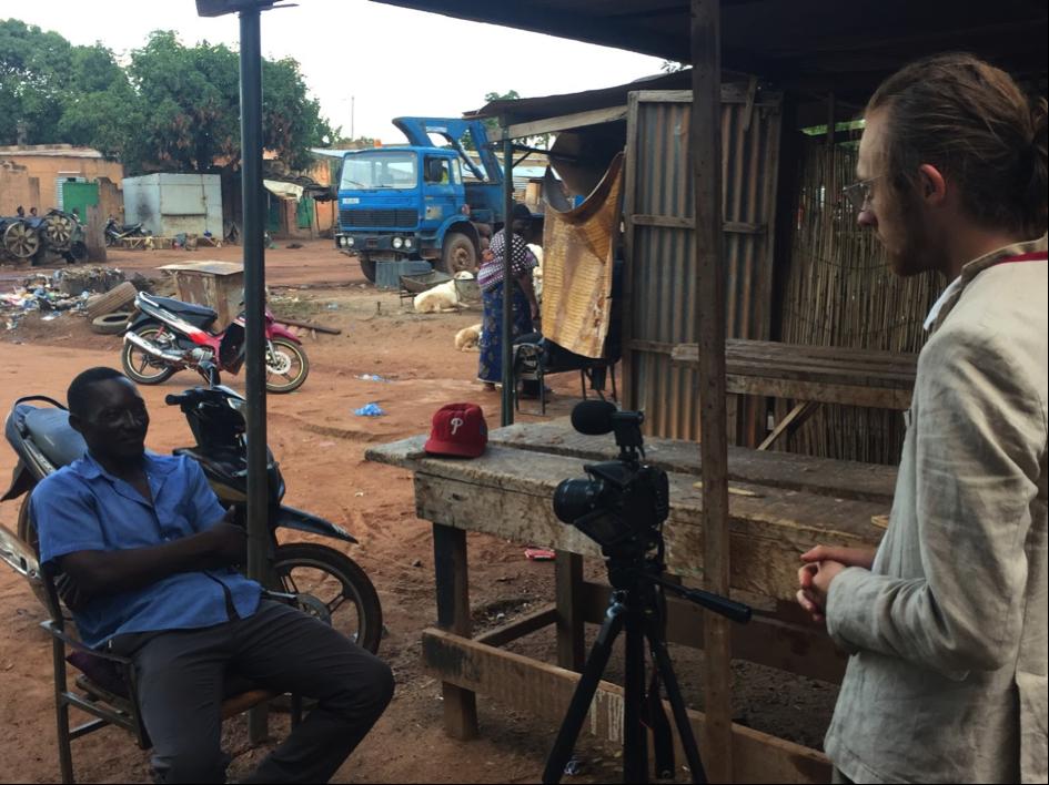 Interview d'un patient victime des faux médicaments dans le centre ville de Ouagadougou (Burkina Faso).