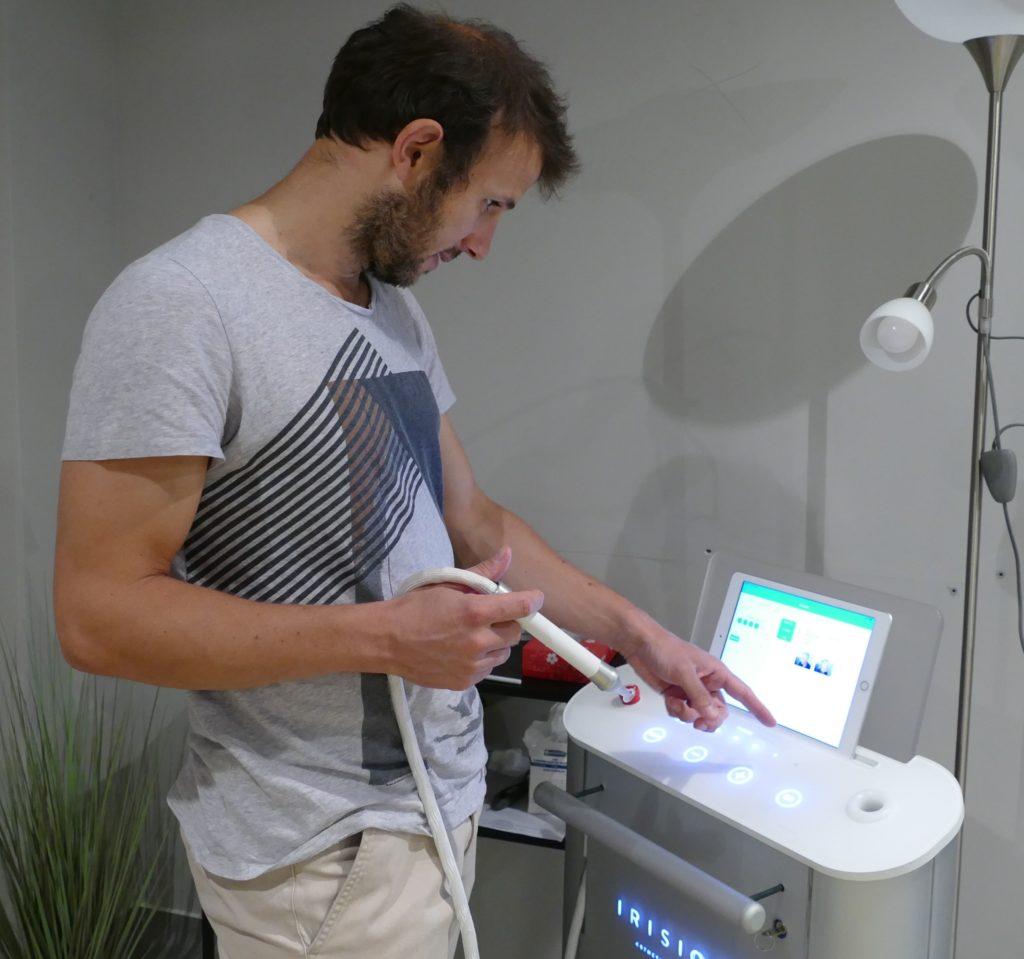 Romain Royon, le directeur de la start-up Irisiôme, espère élargir le champ d'action de l'appareil iMPulse à d'autres applications que le détatouage. ©Florence Heimburger
