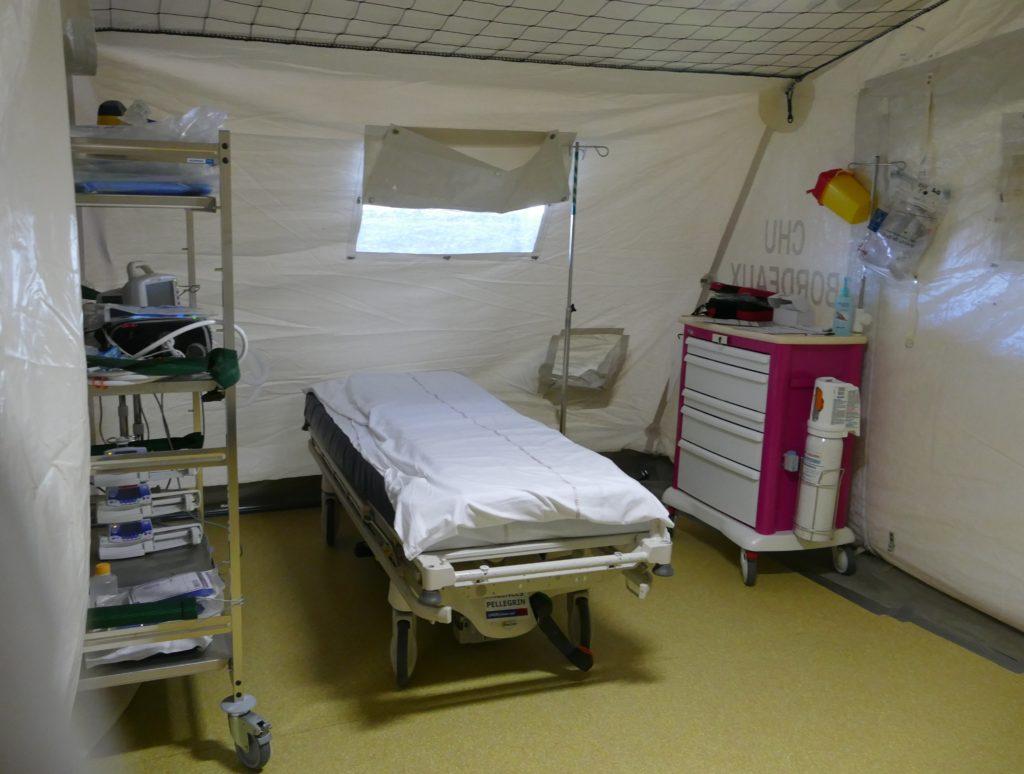 La chambre de réanimation que comprend l'une des deux tentes. ©FlorenceHeimburger/Curieux.Live