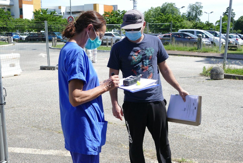 Accueil des patients au drive piétons de Pellegrin.