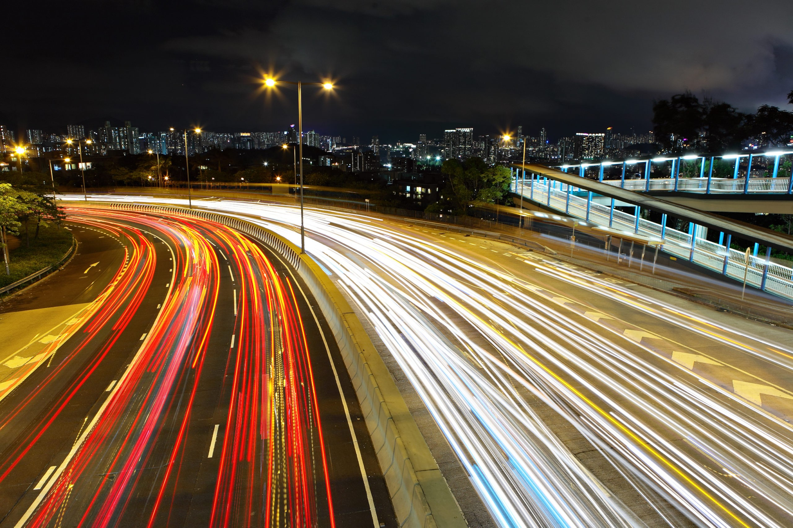 Oui, rouler à 110 km/h plutôt que 130 pourrait vraiment limiter notre impact sur le climat - Curieux!