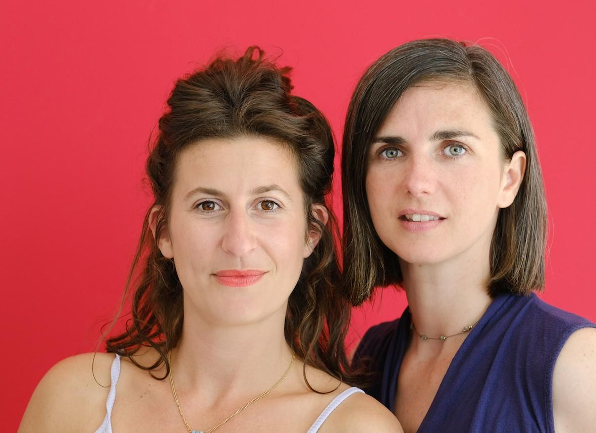 """Journalistes indépendantes, Delphine Bauer et Ariane Puccini (à droite) viennent de publier """"Mauvais traitements, pourquoi les femmes sont mal soignées"""", aux éditions du Seuil. © Bénédicte Roscot 01M"""