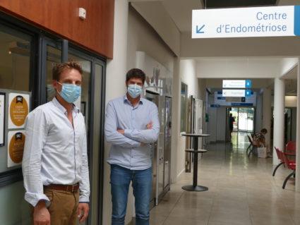 Le chirurgien gynécologique Dr Benjamin Merlot (à gauche) a fondé avec plusieurs confrères un institut dédié à l'endométriose - maladie qui touche plus d'une femme sur 10 - à la clinique Tivoli-Ducos, à Bordeaux. Également chirurgien-gynécologue, le Dr Thomas Dennis est venu renforcer l'équipe de soignants récemment. ©Florence Heimburger